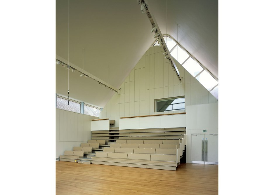 A heavy wall processes air at the back of the recital hall and contains the control room. Gills along the walls can be opened  to create different acoustic environments.