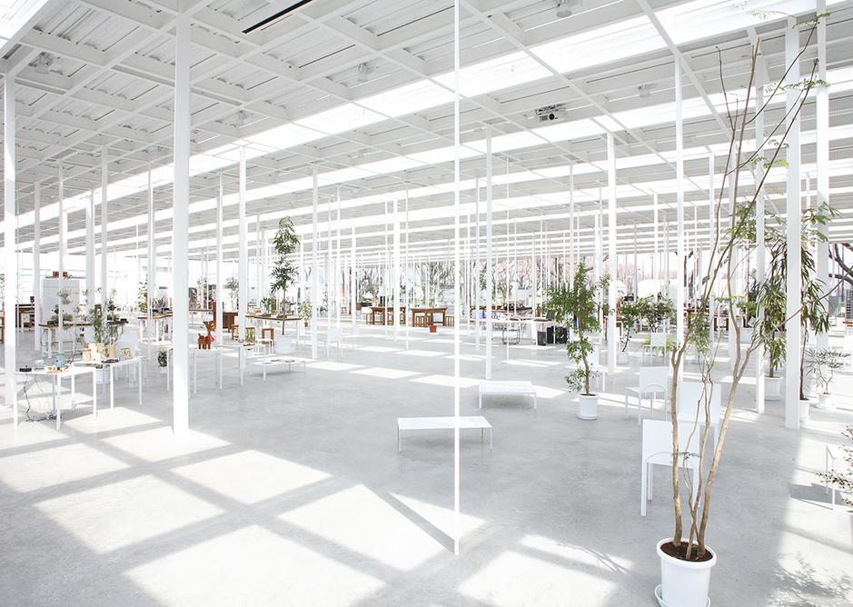 Random columns are encountered like trees in Ishigami's 2008 KAIT Workshop in Kanagawa.