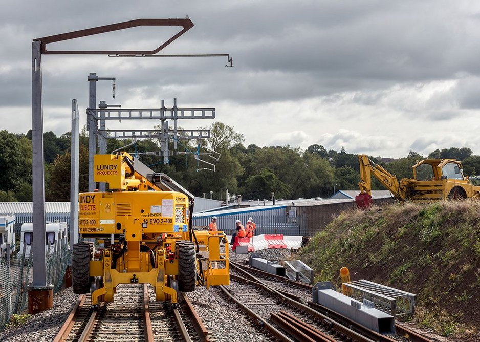 An innovative overhead lines structure for trains undergoing testing.