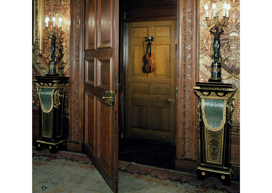 Trompe l'oeil of a violin and bow hanging on a door after 1674, by Jan van der Vaar. This illusion was created on a door at Chatsworth House.