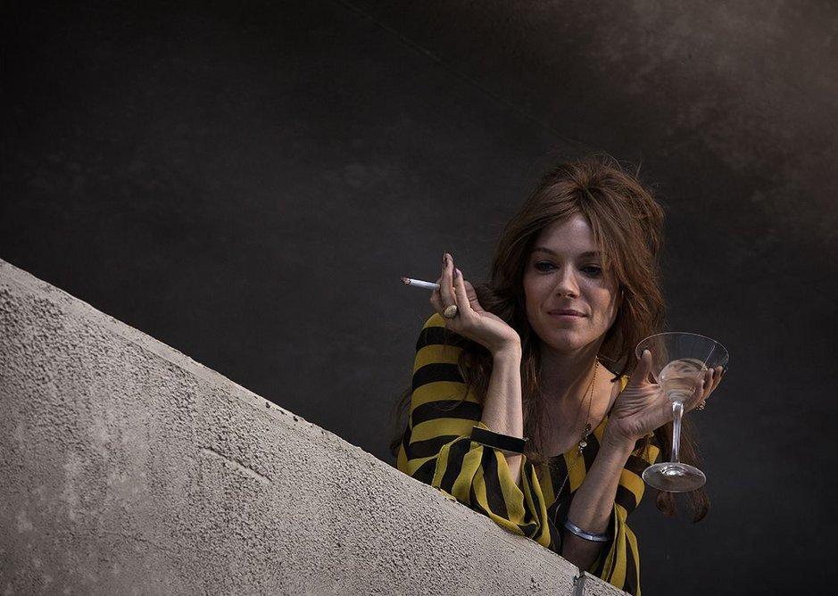Charlotte Melville (Sienna Miller) in the film.