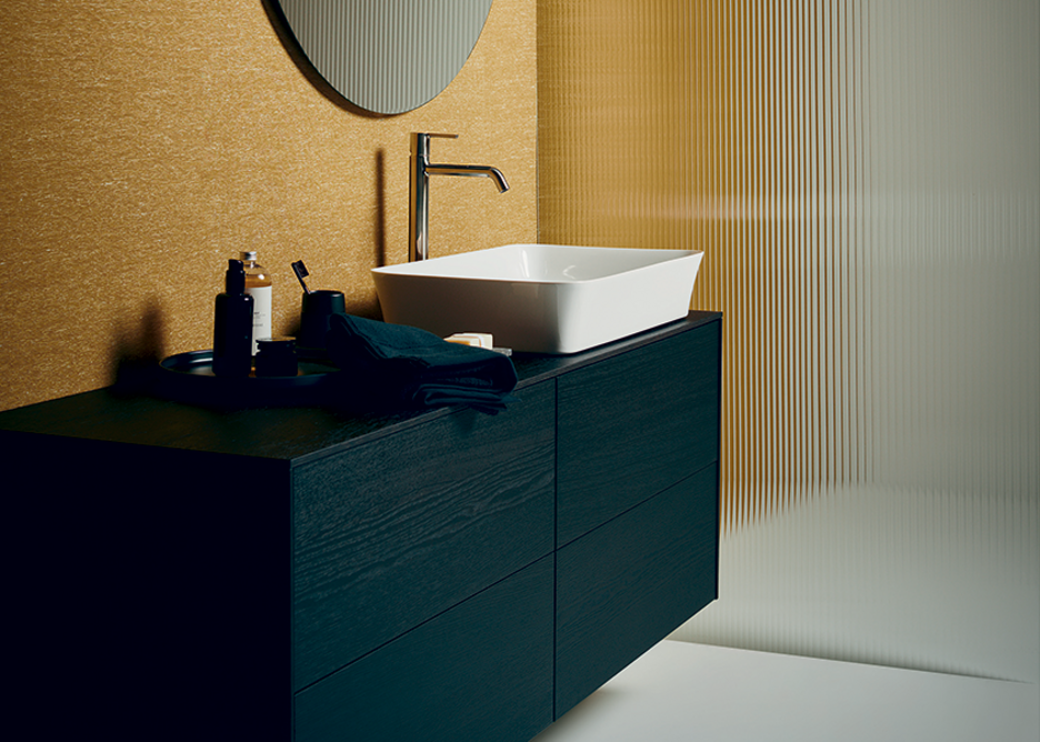 Ipalyss Vessel 55x38cm washbasin with Joy Vessel mixer tap in Chrome, Conca four-drawer unit in Smoked Oak and Conca 80cm-diameter mirror.