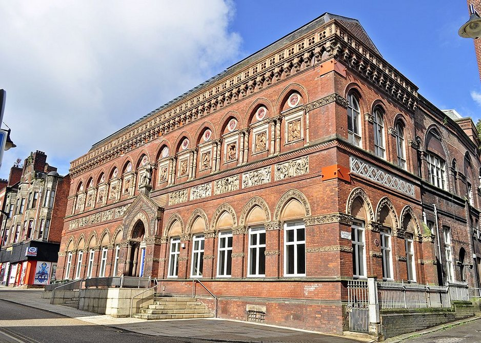 The Wedgwood Institute was built in 1865 as a place to run courses for the working men of Burslem on science, business and the arts
