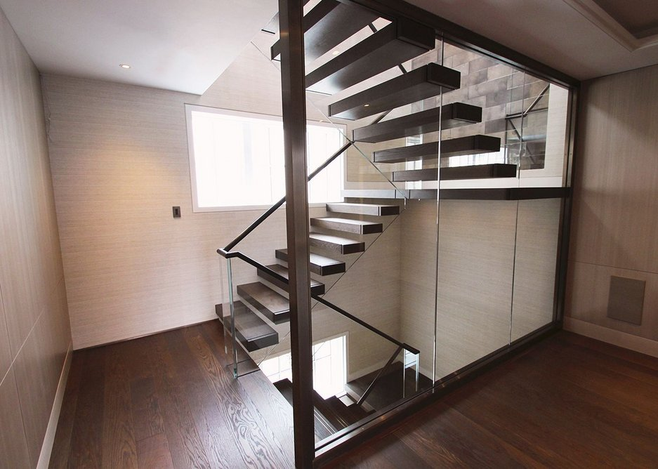 Canal offer the option to choose the steel frame supporting the staircase.