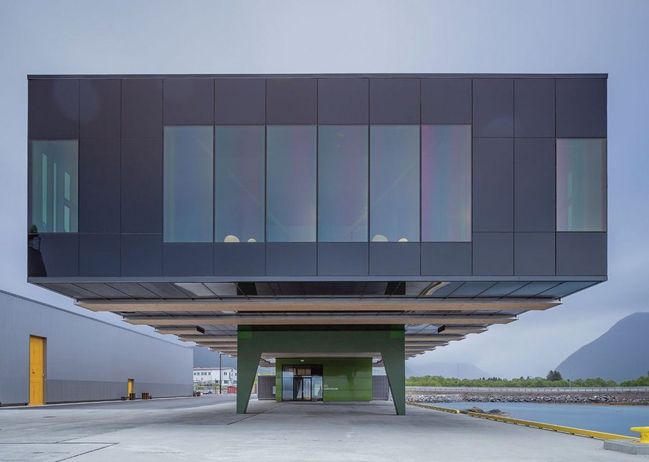 Supported on two concrete piers, the office block hovers above the quay; breakout spaces facing west.