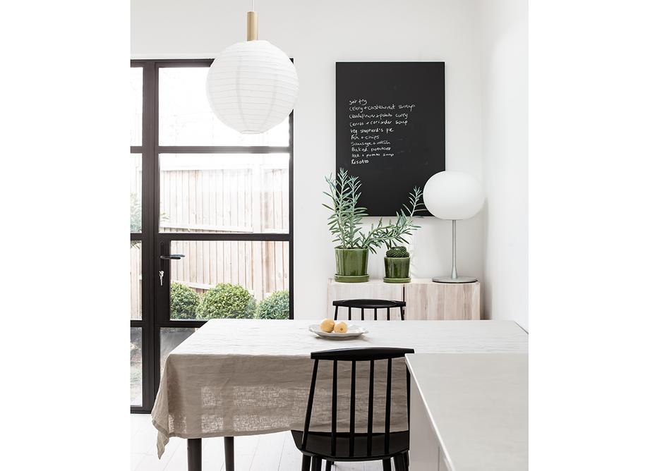 Kitchen-diner with Caesarstone quartz worktop in Cloudburst Concrete from the Metropolitan range.