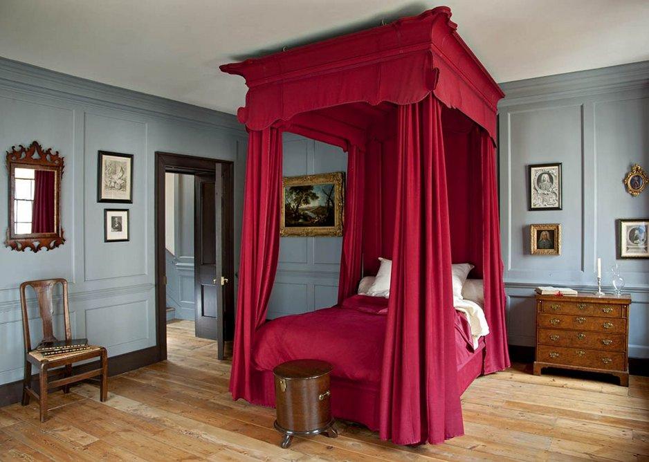 Handel's bedroom in the next door property contrasts with the more casual Hendrix flat.