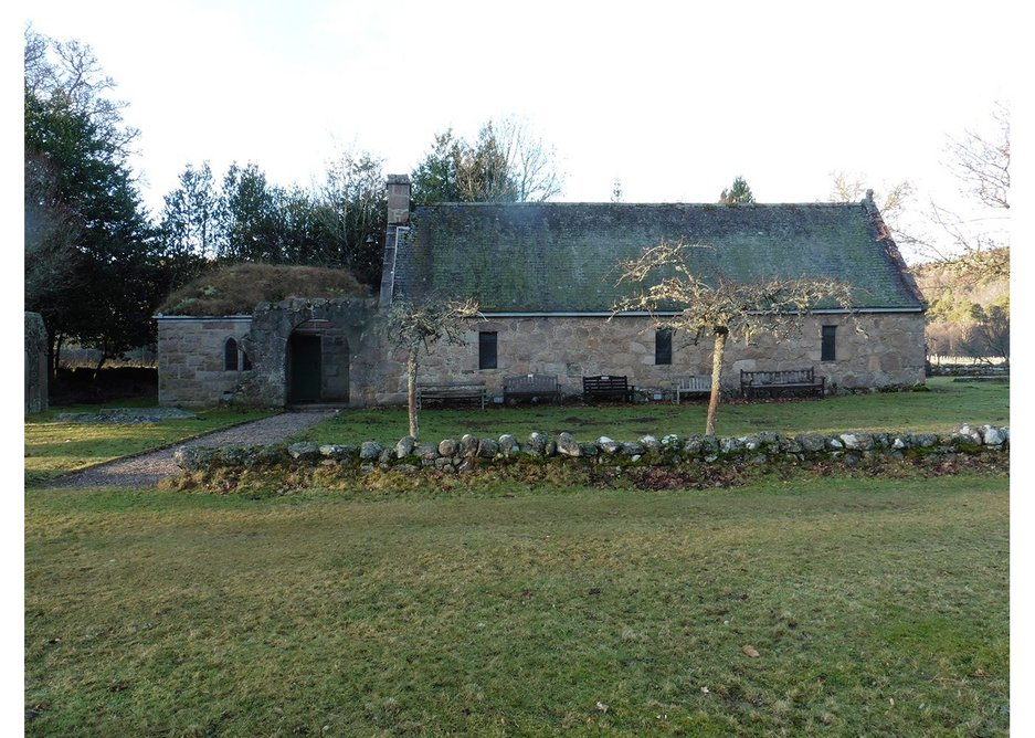 Chapel of St Lesmo, also category B listed, was converted from the ruins of small laird's houses with a 17th century archway by Truefitt in 1871. The roof was originally thatched.