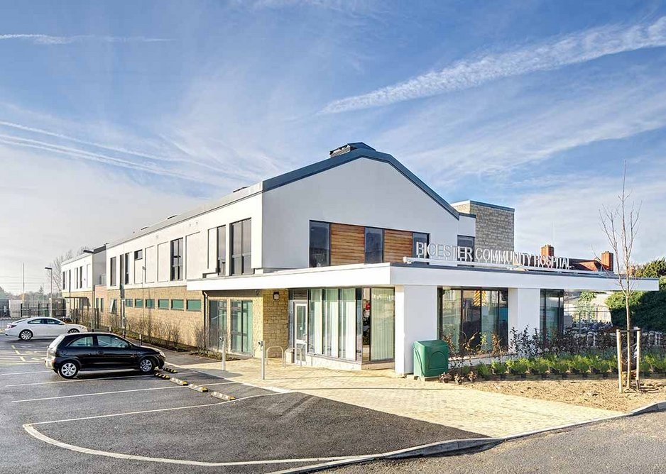 EWI system with render finish – Bicester Community Hospital