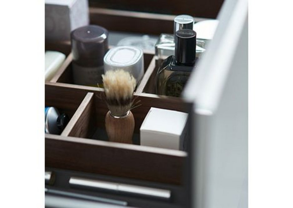 Duravit's L-Cube vanity units come with a choice of one or two drawers, offering plenty of storage space. They are fitted with high-quality drawer dividers in Maple or Walnut. The interior of the body is rendered in elegant Diamond Black.