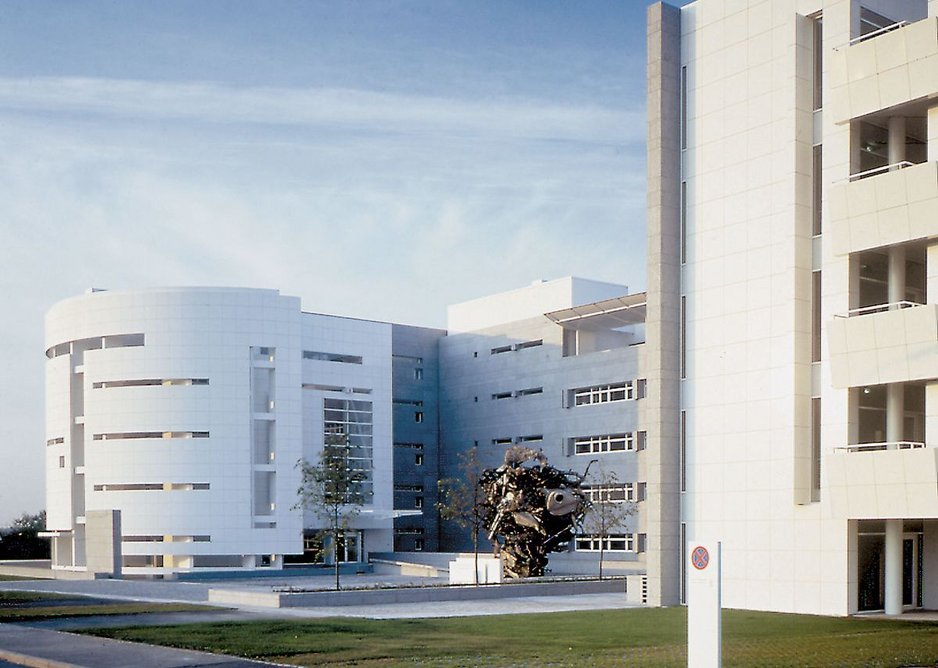 Richard Meier's Hypolux Bank Building in Luxembourg (1989-1993), with Frank Stella sculpture in the courtyard. Courtesy Richard Meier & Partners Architects.