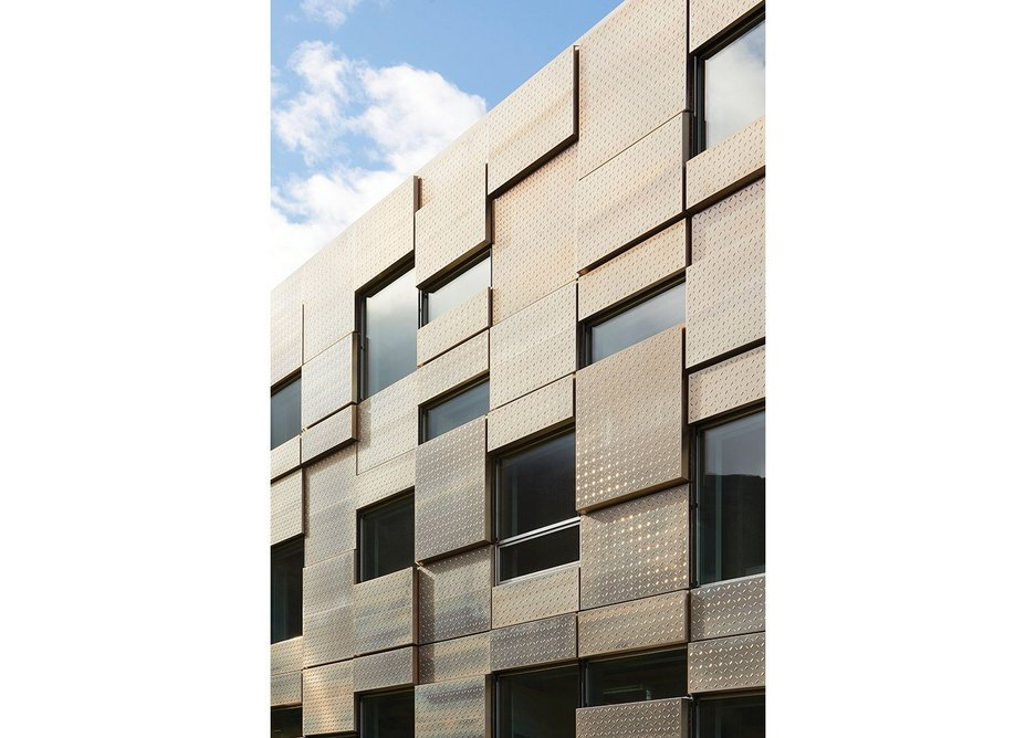 Highly insulated aluminium cladding gives a U-value of 0.04; triple-glazed glass one of 0.6.