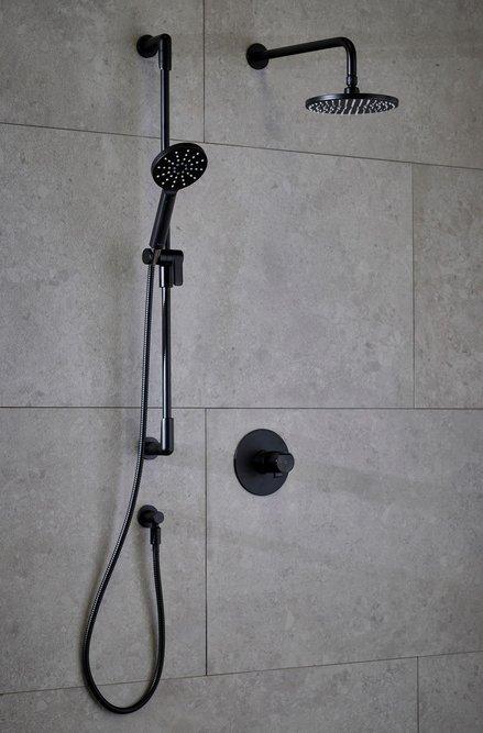 Parabola shower set in Black.