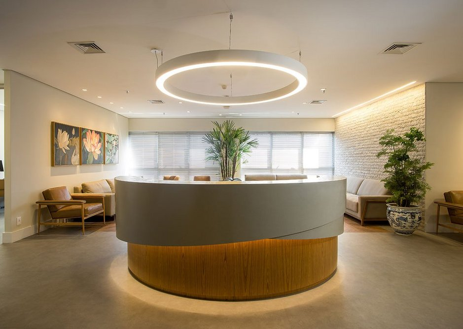 Reception desk in Durasein Concrete PM 4479 solid surface at a private health clinic. The material's thermoforming qualities offer architects maximum design flexibility.