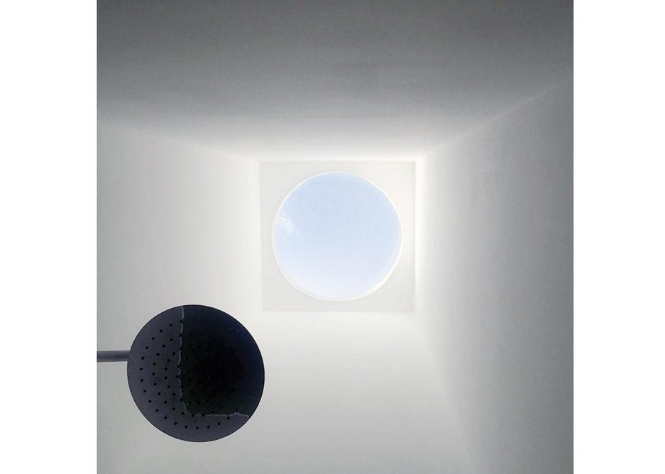 Looking up in the monumental shower to the sky at 081.