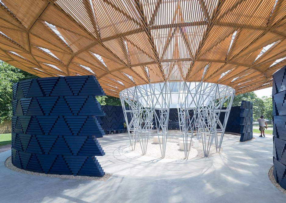 The roof of this year's Serpentine Pavilion by Kéré Architecture touches down in the centre of the pavilion.