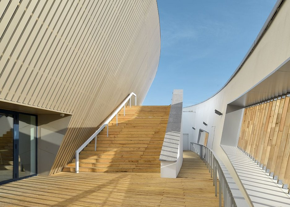 External terrace with steps leading up to the roof and prow.