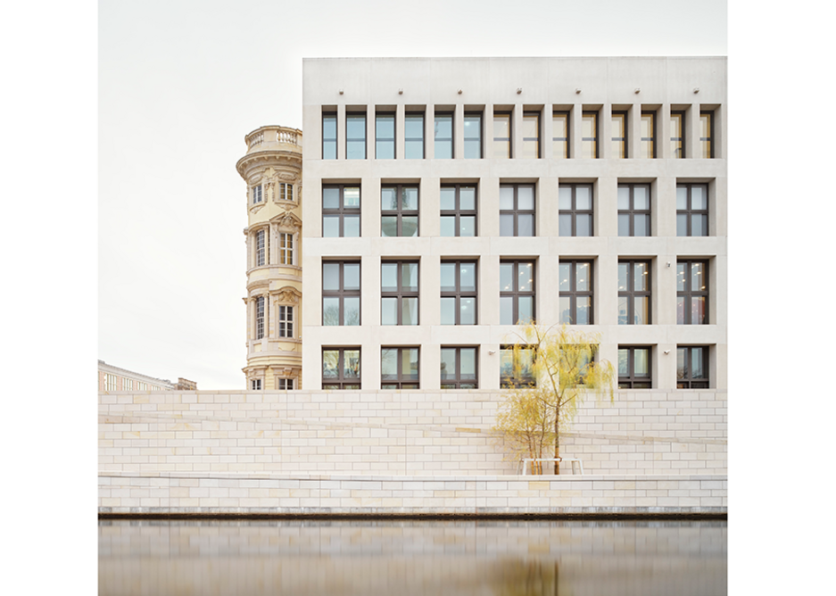The quince baroque where it crashes into the one 'rational' modernist elevation that is designed to show the Berlin Palace perhaps didn't have a continuous history.