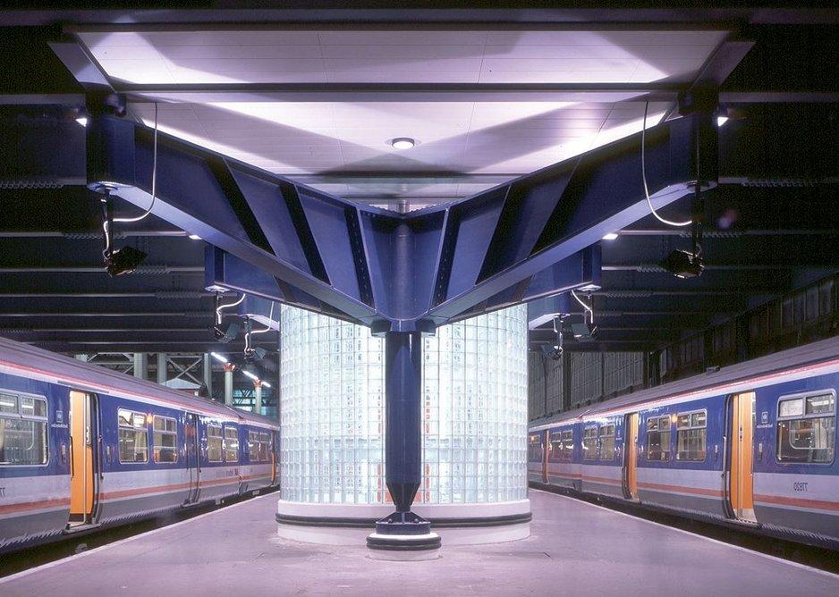 1990: Operations Centre at Waterloo Station London, UK.