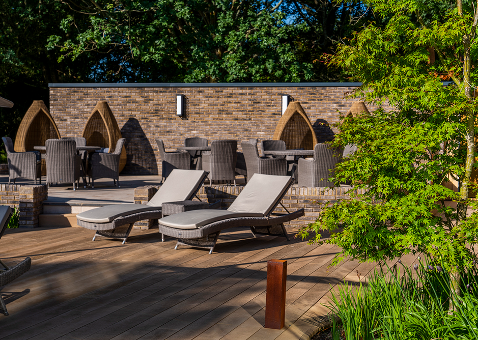Lithium bricks feature on the landscaping, dividing walls and copings, creating a terraced feel.