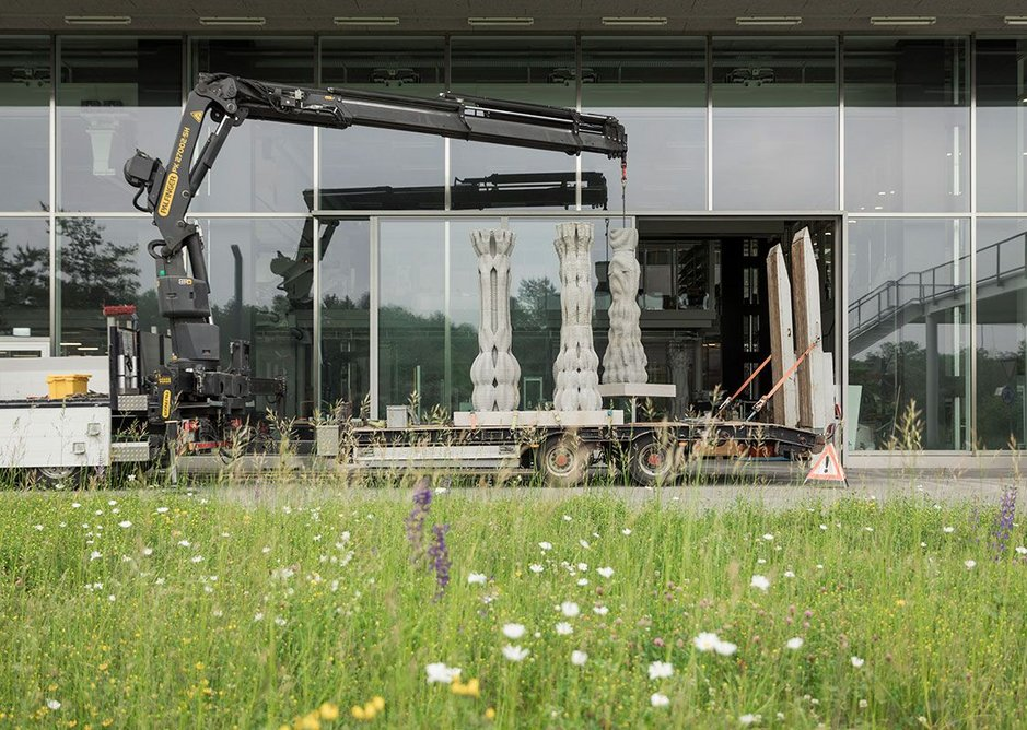 Loading the columns at ETH Zurich.