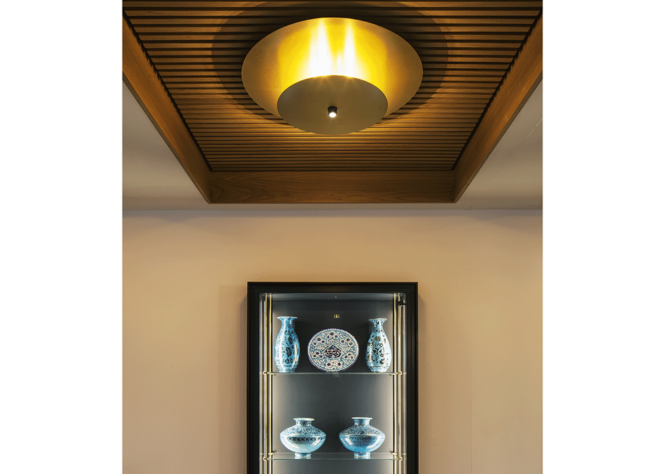 wo brass discs, the larger of which is an uplight reflector, illuminate the reception. A spot downlight creates the dappled effect.