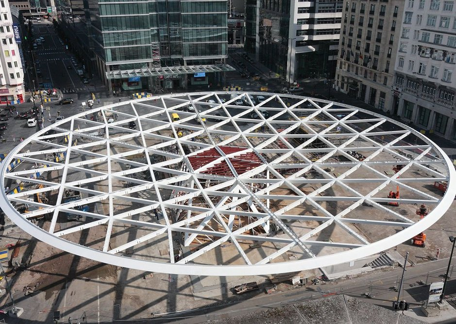 The 65m triangulated steel disc of structure with its perimeter ring beam under construction. The disc dips 5m from edge to centre.