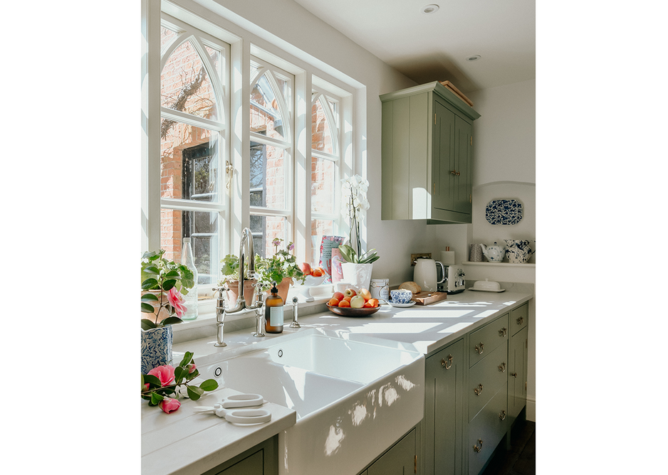 Modern country kitchen with worktop in honed London Grey quartz by Caesarstone.