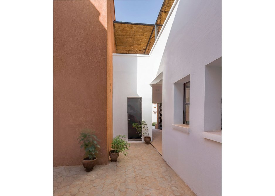 Courtyard entry with roof terrace above at Niamey 2000 designed by united4design