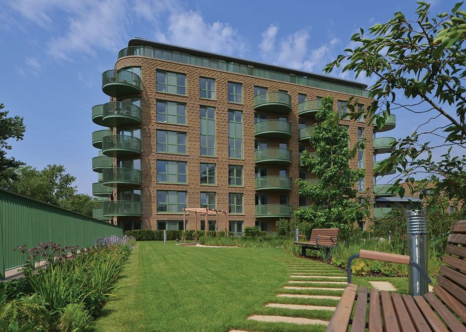 Kidbrooke Village replaces the unloved 1960s Ferrier Estate. Phase 4 by CZWG is the first of 3 new urban blocks set in high-grade landscape.