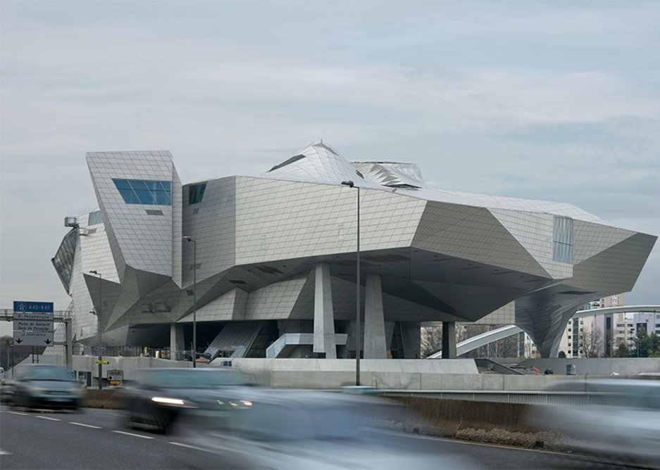 Approaching the city by road from the south, the museum announces itself as an 'iconic' form.