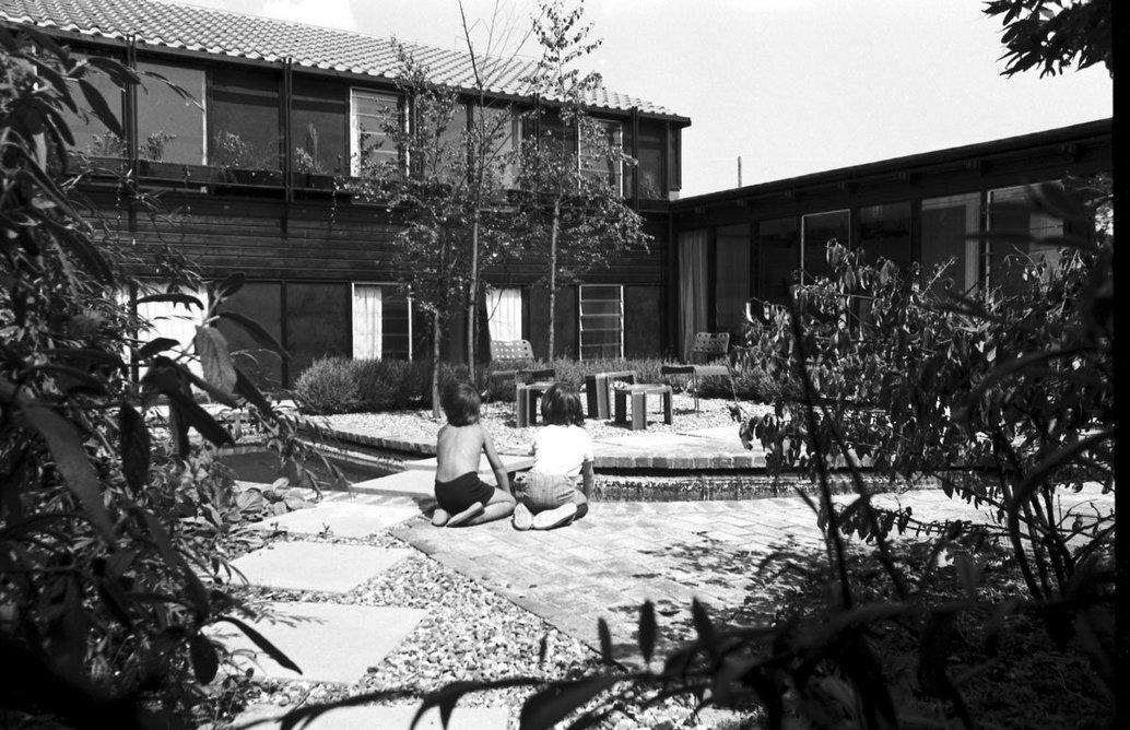 Housing at Calverton End, Stony Stratford, Milton Keynes, designed by Frost Nicholls, 1975