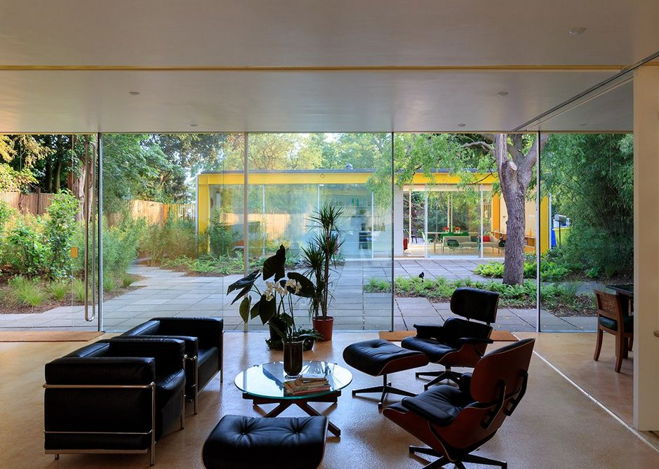 Richard Rogers's Wimbledon House, with the lodge in the background. Photograph by Iwan Baan.