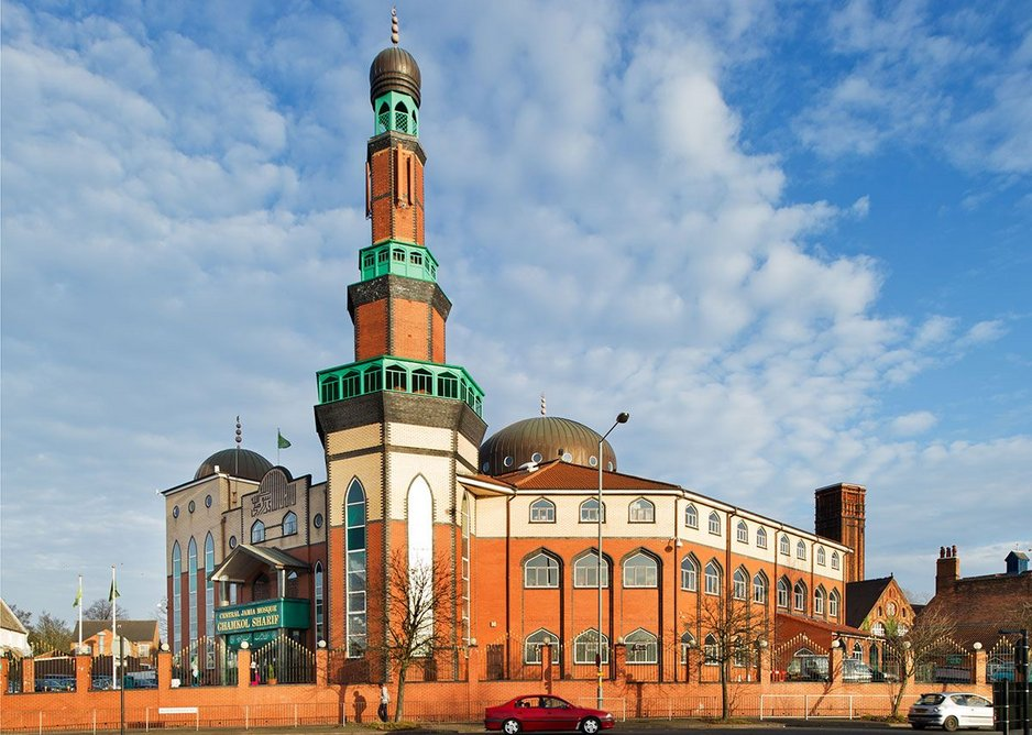 The Ghamkol Sharif Mosque is a landmark building which combines Islamic forms with local materials