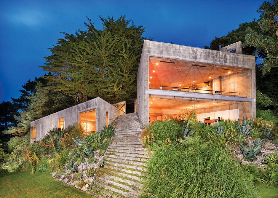 Before Foster and Rogers went high-tech, they built the Creekvean house in Cornwall as a mid-60s Team 4 project.