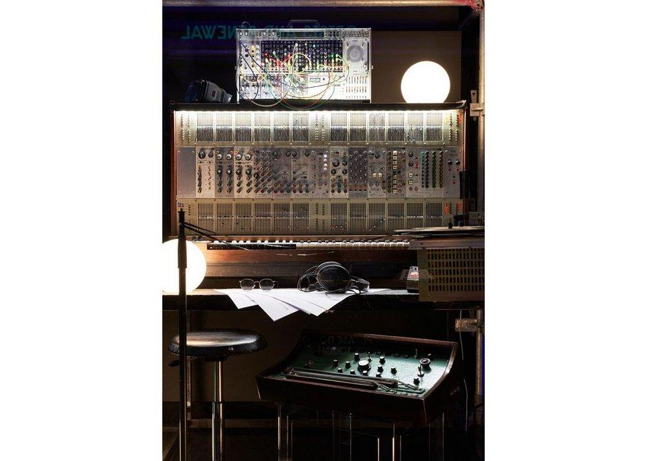 DM Electronic Exhibition Installs 7176