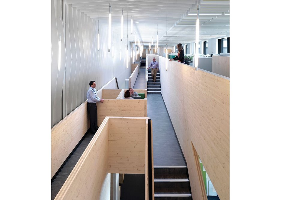 The bridge not only creates points of interest and interaction along the length of the office space – it also connects the first and second floors vertically.