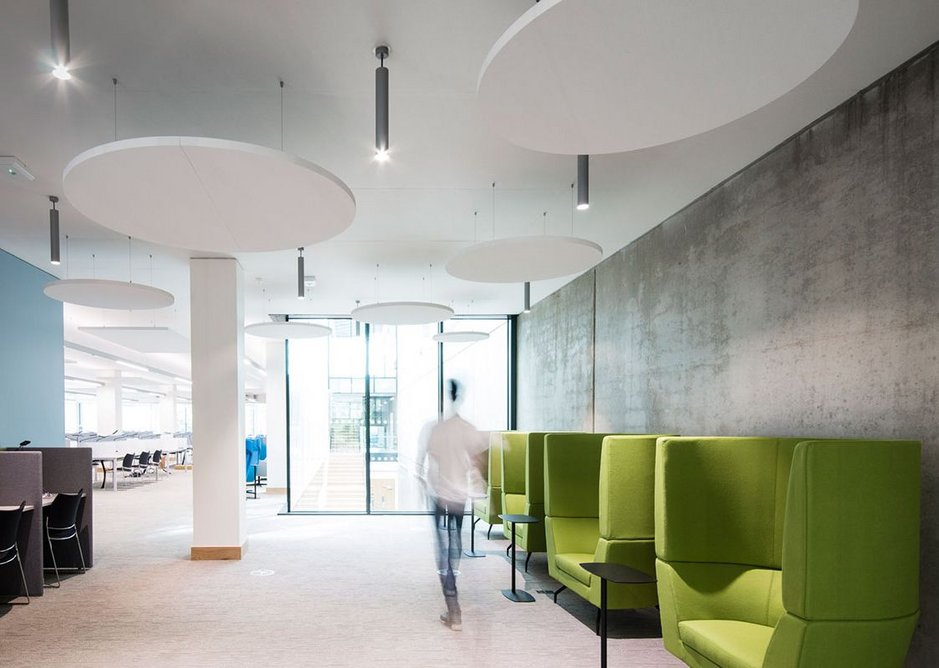 Rockfon Eclipse islands create an environment where speech can be heard clearly in busy areas while protecting neighbouring quiet spaces from intrusive noise.