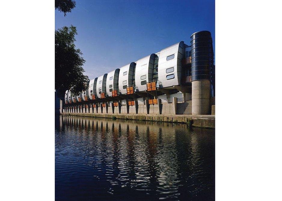 1986 - 1988: Grand Union Canal Walk Housing, London, UK.