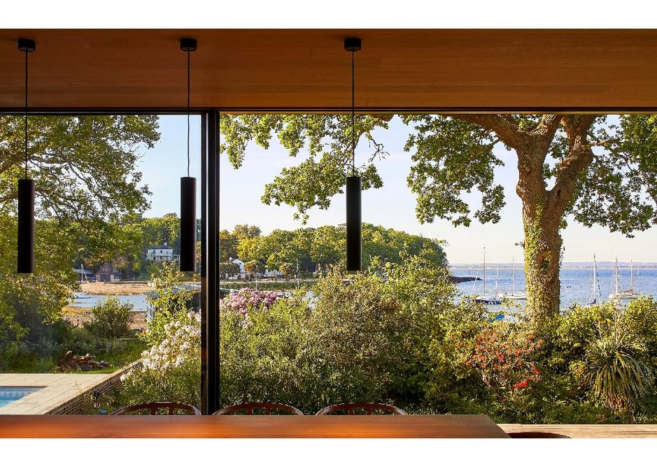 Hi-Finity ultra-slim sliding doors create unobtrusive views of the gardens and The Solent beyond.