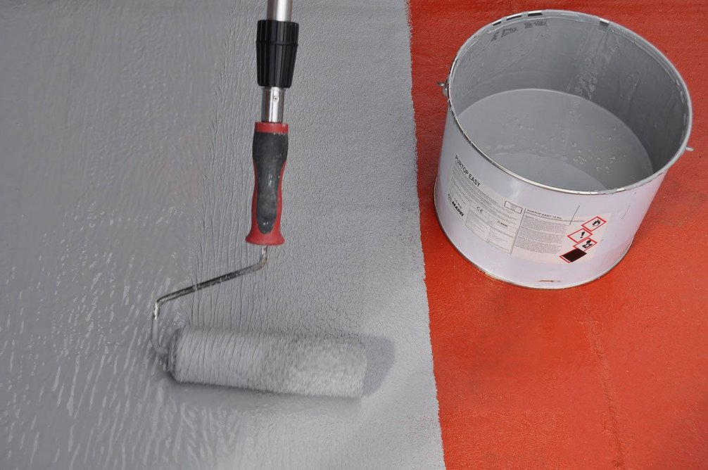 Purtop Easy: As simple to apply on horizontal and vertical surfaces whether using a roller, brush or trowel.