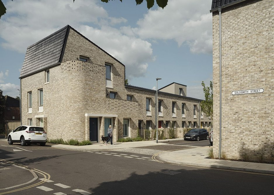 The housing is built in streets and terraces with flats at the corners.