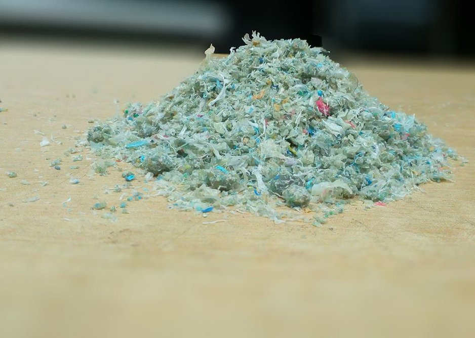 Each brick contains 1.6 kg of shredded waste plastic.