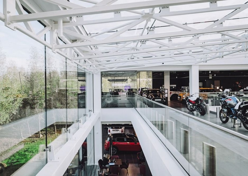 Q-railing's Easy Glass Pro system creates large spans of nearly invisible glass balustrades.