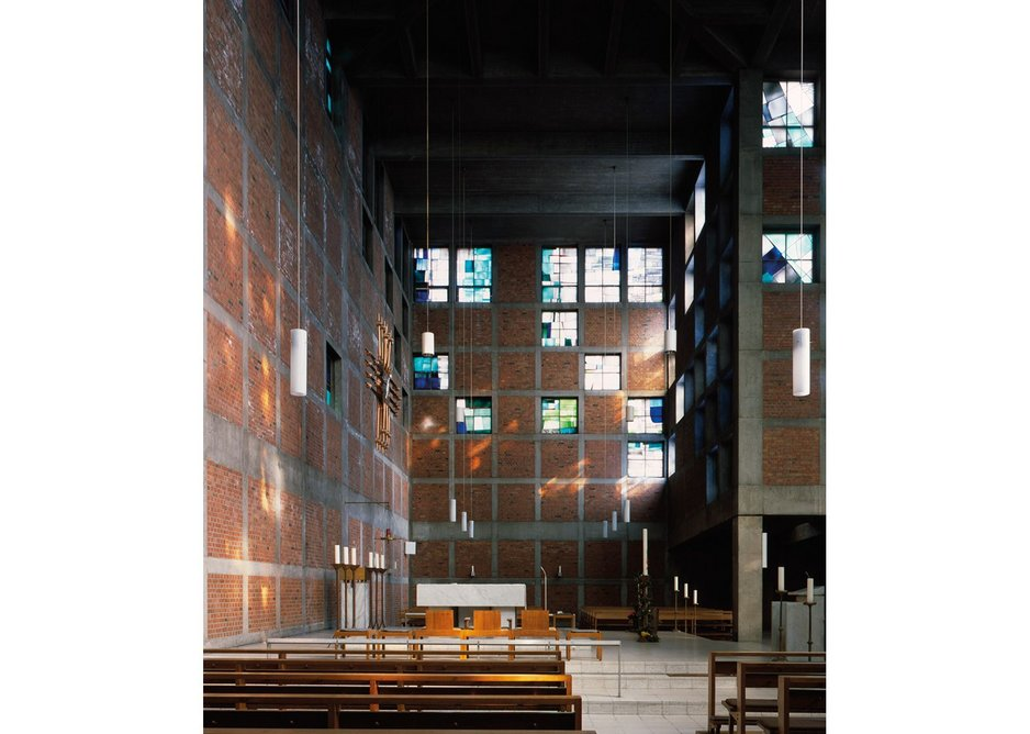 St Antonius, Essen-Frohnhausen, 1956-1959, looking north towards the altar.