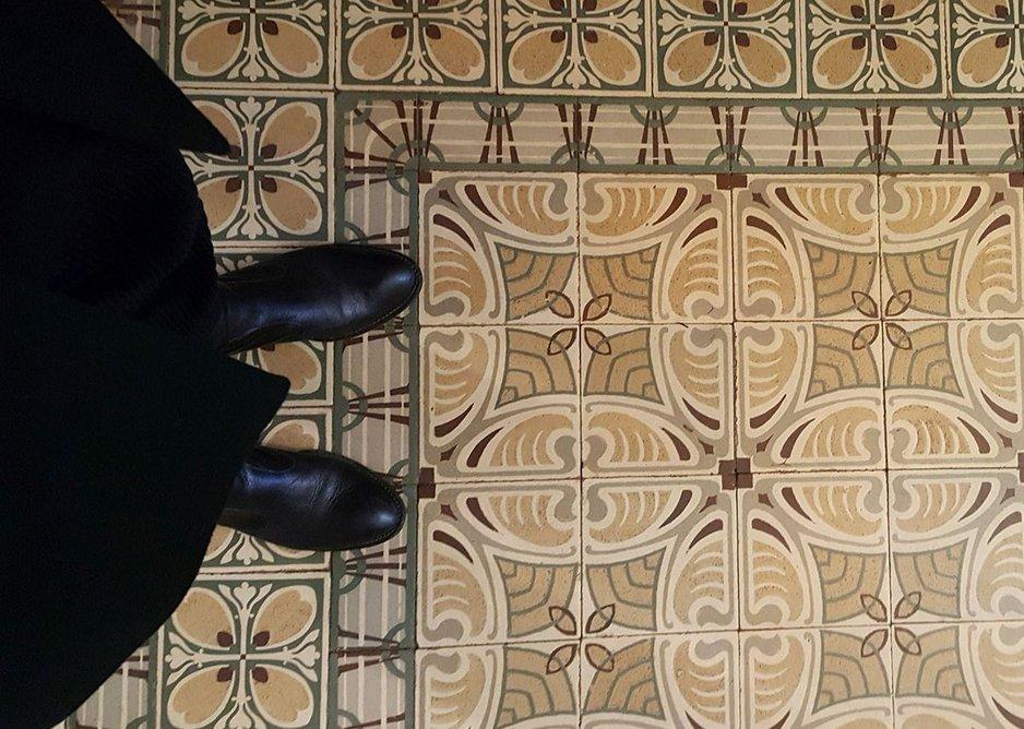 Decorative tiles in the hallway of Maison Vanderveken.