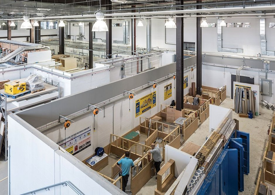 Adaptable live teaching space for construction skills development and training