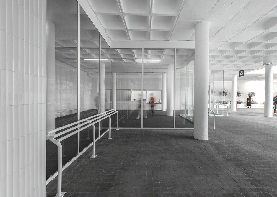 Project for the waiting area of a bus station in Badajoz by José María Sánchez García, winner of the Interior Design category.