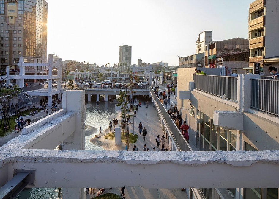 Looking from a former mall 'pavilion' back towards the city, the new park seems melded into the grain of the existing city