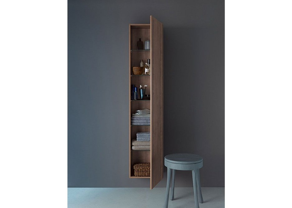 Duravit's DuraStyle bathroom furniture series is characterised by its discreet design. The tall, visually unobtrusive cabinets offer ample storage and premium functionality. The closed fronts are smooth and sleek and the surfaces not interrupted by handles.